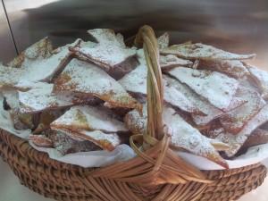Oreillettes Profitez d'un goûter gourmand en famille autour des merveilles et des crêpes, les pâtisseries d'hiver d'excellence !